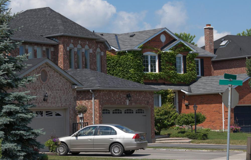 Difference between Metal Roofs and Asphalt Shingles for Residential Roofing