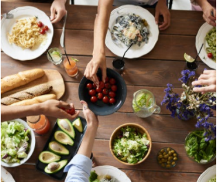Host The Ultimate Backyard Thanksgiving Feast With These Tips