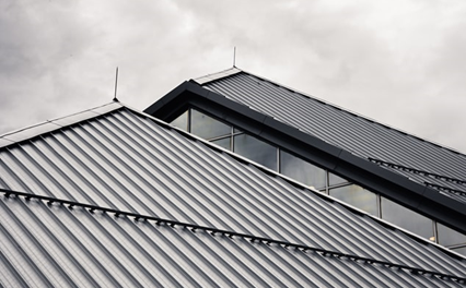 When You Should Consider Hiring a Roof Contractor